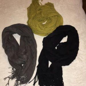 Lot of 3 scarfs